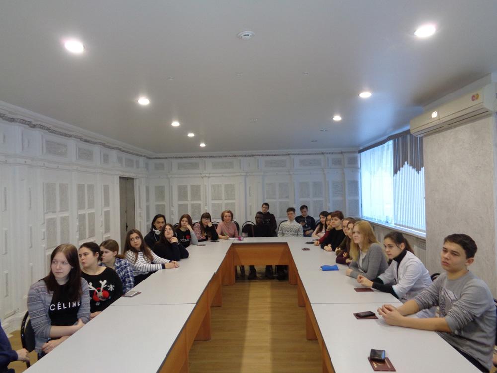 Студенты-СГАУ-внимательно-слушают-Менякина