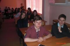 ученики Гимназии №7 слушают Менякина