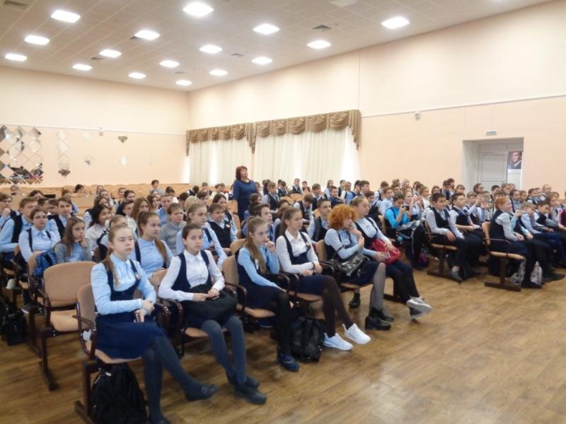 Менякин рассказывает о Журавлях лицеистам Соляриса