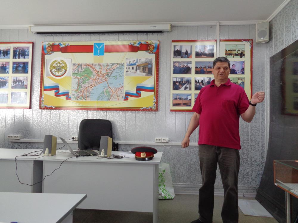 Менякин-Иван-в-библиотеке-УВД-Саратова
