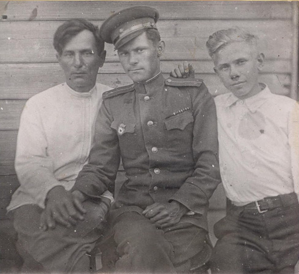Менякин Иван Иванович и сын Юрий