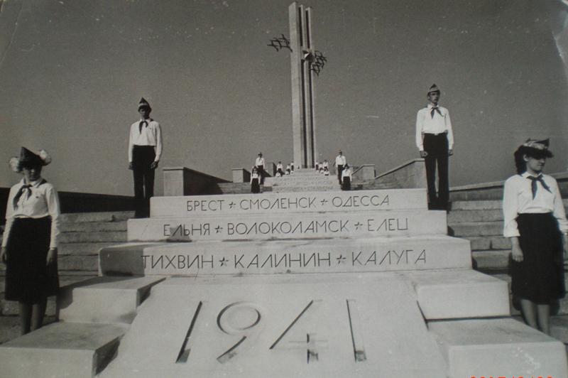 Памятник-Журавли-Саратов-открытие-1982-год