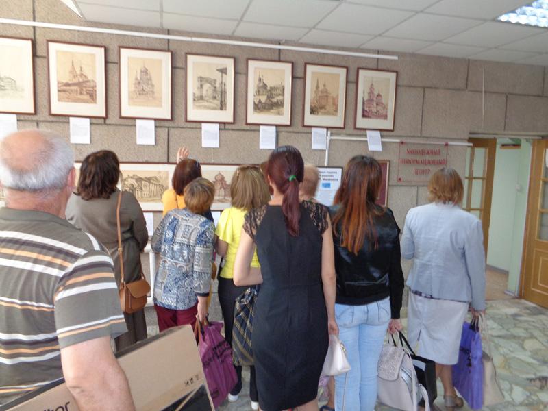 Выставка-Старый-Саратов-Менякина-в-библиотеке