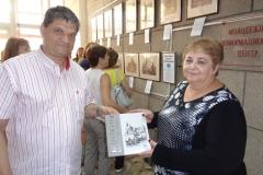 Альбом-рисунков-Менякина-в-дар-библиотеке