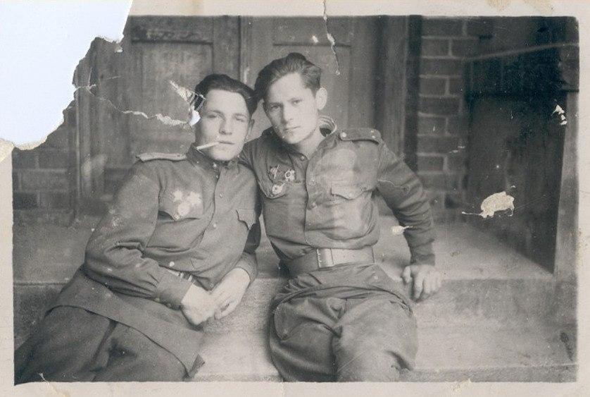 Менякин с боевым товарищем 1945 год Германия
