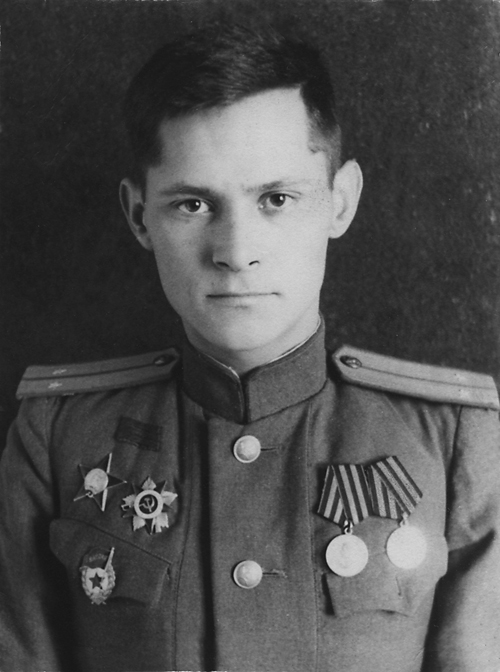 Гвардии лейтенант Юрий Менякин 1945 год