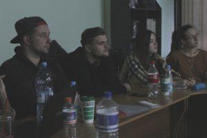 Студенты-из-Германии-слушают-Менякина