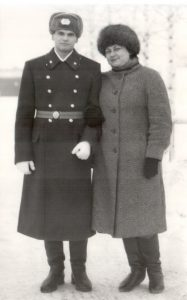 Менякин Иван с мамой в день принятия Присяги 1986 год