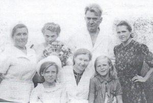 Врач-Беллер-Александр-Николаевич,-врач-Сидорова-Серафима-Васильевна-1943-год.