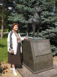 Памятник собакам погибающим под фашистскими танками