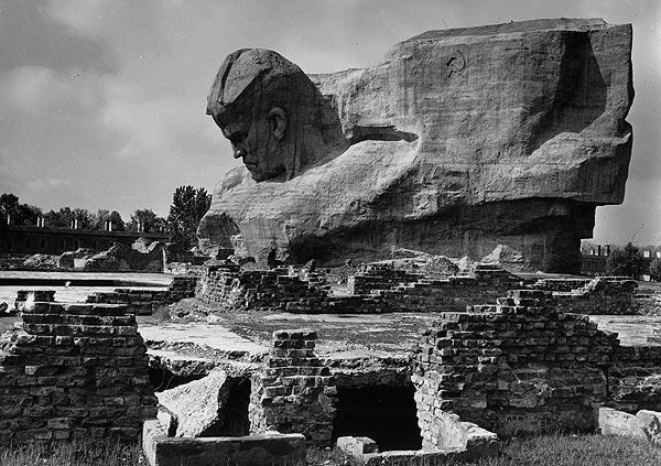 Брестская крепость. Скульптор Александр-Кибальников