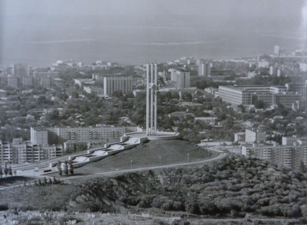 Памятник Журавли. Архитектор Менякин Ю.И..1982 год.