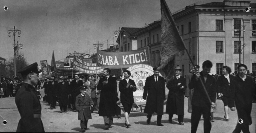 Работники СПЗ на демонстации. 1940 год