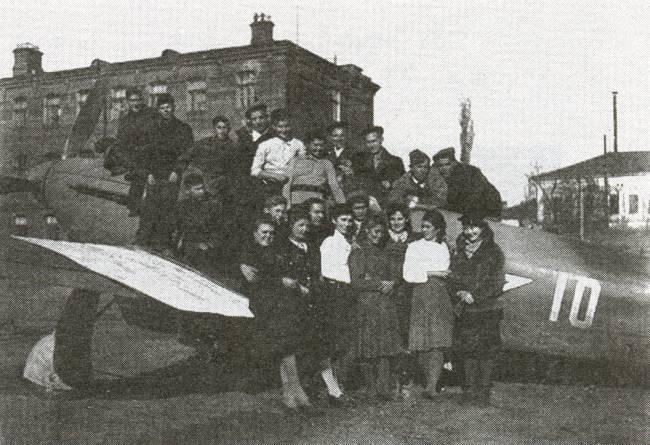 Учащиеся авиационного техникума .1943 г.